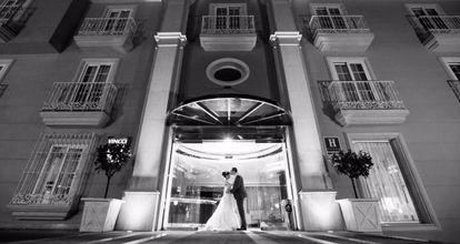 Carolina and James Escudero-Spelling outside the Hotel Vincci Aleysa in Benalmádena, Málaga province, on their wedding day.