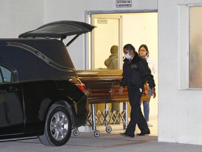 Mortuary workers transport the body of slain Mexican journalist Anabel Flores.