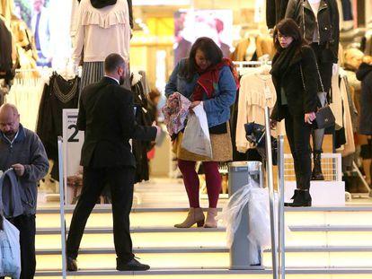Shoppers on Madrid's Gran Vía.