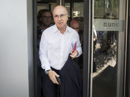 Unió leader Josep Antoni Duran i Lleida leaves party headquarters after the meeting.