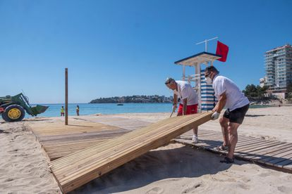 Workers prepare a beach in Mallorca for people with reduced mobility.