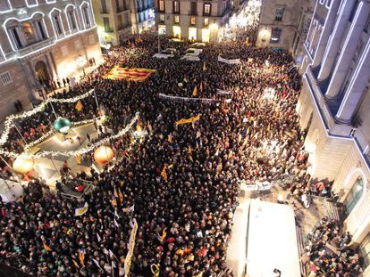 A pro-Catalan language march on Monday in Barcelona´s Plaza Sant Jaume