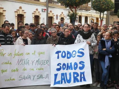 A minute of silence in Huelva to honor the memory of Laura Luelmo.