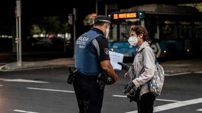 Police checks in Puente de Vallecas, Madrid, in September.