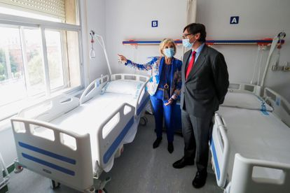 Health Minister Salvador Illa visiting a hospital in Valladolid on Friday.