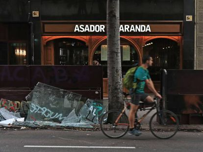 Damages in a street in the center of Barcelona.