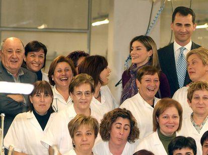 A rare photo of Amancio Ortega (l) at an Inditex complex.