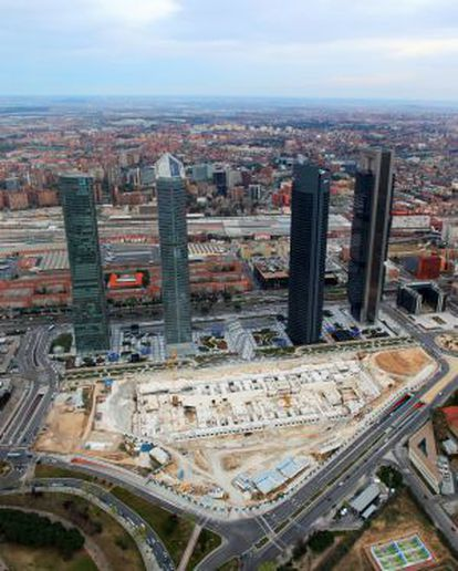 A bird's eye-view of Madrid's four skyscrapers and the plot meant to hold an international convention center.
