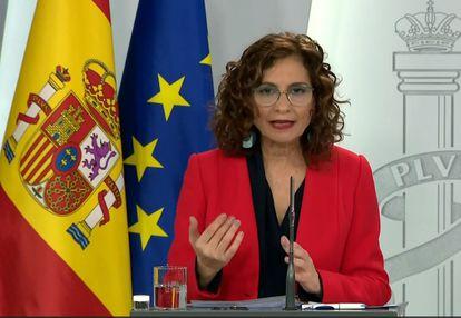 Government spokesperson María Jesús Montero speaks to the press on Sunday
