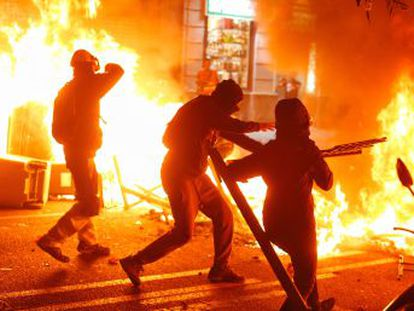 There were 51 arrests and 125 people were injured following a night of clashes between police and protesters who lit fires and erected barricades in Barcelona, Tarragona, Sabadell and Lleida