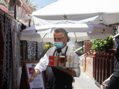 A waiter at a sidewalk café in Barcelona's Port Olimpic on Wednesday.