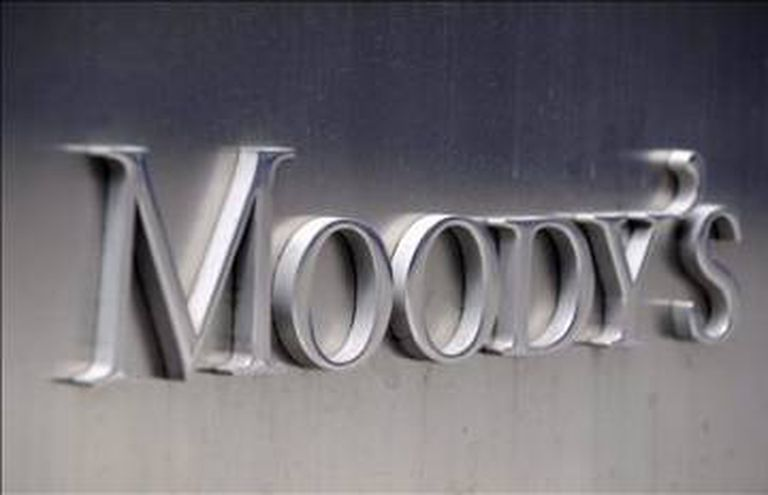 Moody's has reduced the outlook for the Spanish banking sector.