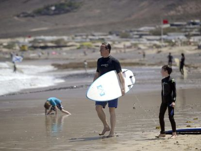 David Cameron and his children in Lanzarote earlier this week.