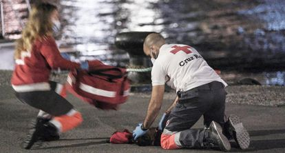 Two Red Cross workers racing to revive the child at the port of Arguineguín in Spain's Gran Canaria island.