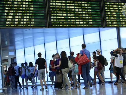 The number of Spaniards registering abroad has been growing year on year since 2009.