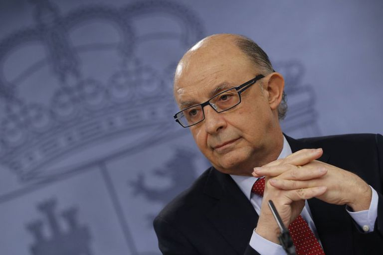 Acting Finance Minister Cristóbal Montoro is ready to take corrective action against the regions.