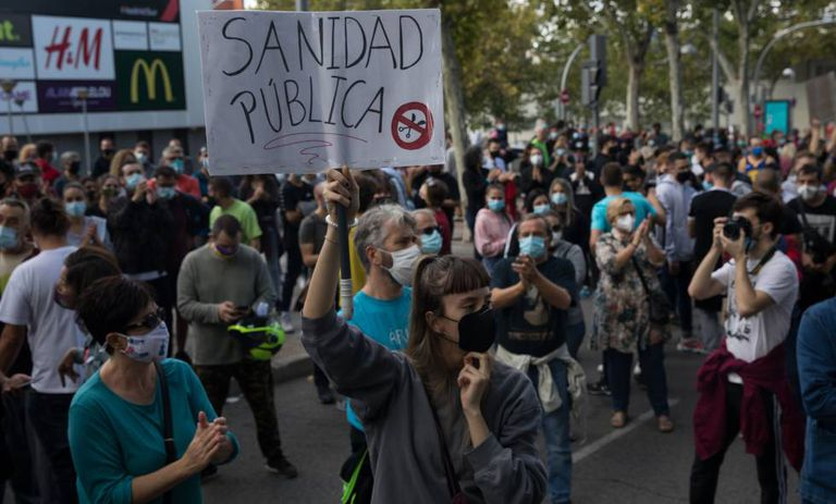 A protest against the confinement measures outside Madrid regional parliament last Sunday.