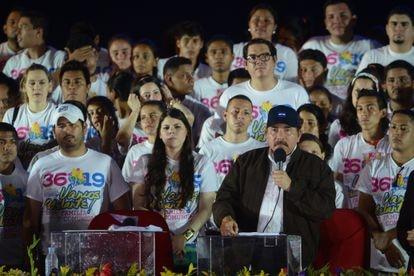 (l-r) Maurice and Camila Ortega Murillo, the children of President Daniel Ortega (far right).