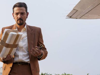 Diego Luna in a scene from 'Narcos: México'.