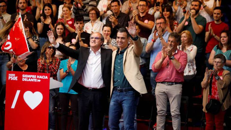 Acting PM Pedro Sánchez supports the Socialist nominee to the Madrid region, Ángel Gabilondo.