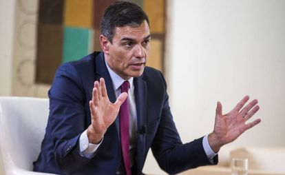 Pedro Sánchez during the interview in his office.