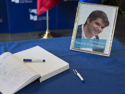 A condolence book in tribute to Ignacio Echeverría.