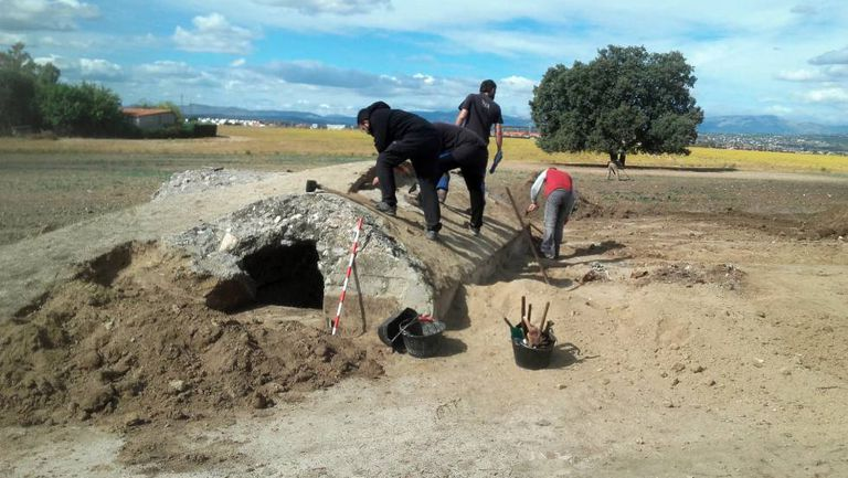 Archeologists searching the Brunete plain where the battle took place.