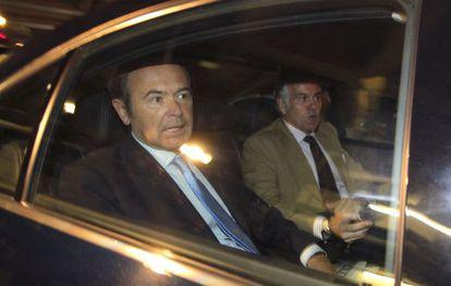 Pío García Escudero and Luis Bárcenas (r).