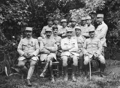 The unknown photographer, who was a soldier in the French Army, is the first on the left.