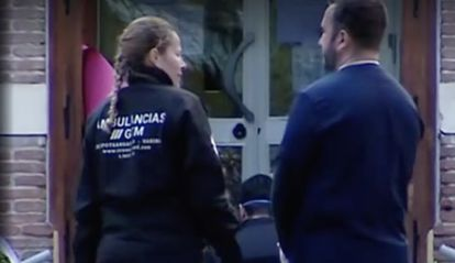 A Transamed employee, wearing a GTM uniform, holds a conversation outside a nursing home during the so-called 'Operation Bug.'