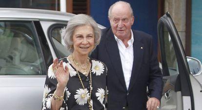 The emeritus monarchs Juan Carlos and Sofía in Sanxenxo in July 2019.