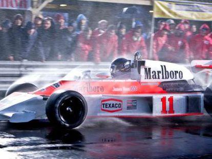 McLaren's James Hunt (Chris Hemsworth) and Ferrari's Niki Lauda (Daniel Brühl) fight it out on the track in Rush.