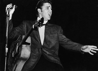 The hillbilly cat: Elvis on stage.