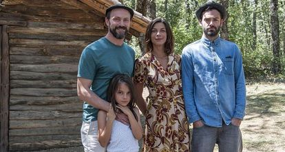 The cast of 'Refugiados,' from left to right: Will Keen, Dafne Keen, Natalia Tena and David Leon.