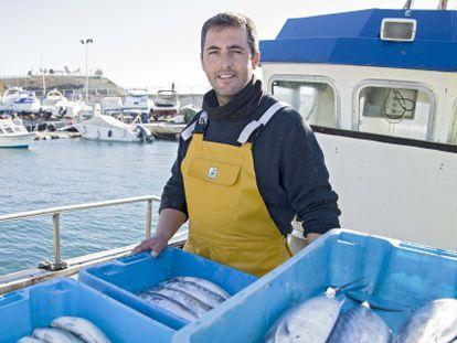 José Miguel Martínez shows off his catch in the port at Benidorm.
