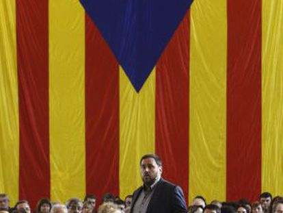 ERC leader Oriol Junqueras with the Catalan flag in the background.
