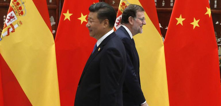 Chinese president Xi Jinping and acting Spanish PM Mariano Rajoy at this week's G-20 summit.