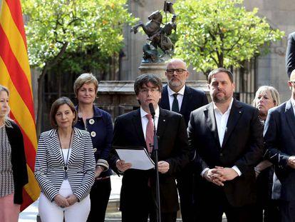 Catalan premier Puigdemont (c) announces referendum date.