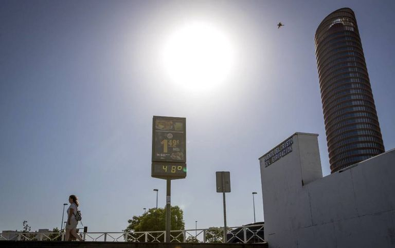 A Seville thermometer showing 48ºC on June 18.