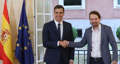 PM Pedro Sánchez (l) and Podemos leader Pablo Iglesias.