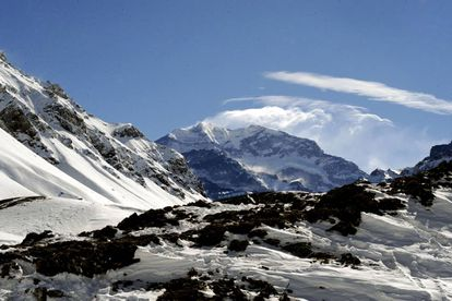 Aconcagua has an altitude of 6,962 meters.