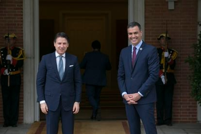 Italy's PM Giuseppe Conte (l) with Spain's Pedro Sánchez at La Moncloa, the seat of Spanish government, on Wednesday.