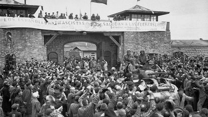 Republican prisoners welcome US troops on May 5, 1945.