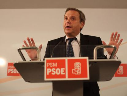 Antonio Miguel Carmona during a press conference at Madrid Socialist Party headquarters.