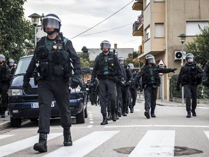 Civil Guard officers on the streets of Catalonia.