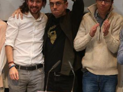 Pablo Iglesias (in white shirt and ponytail) with members of Podemos' leadership.