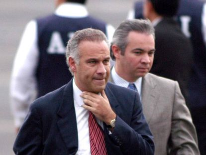Lawyer Juan Collado (l) is being investigated for money laundering.