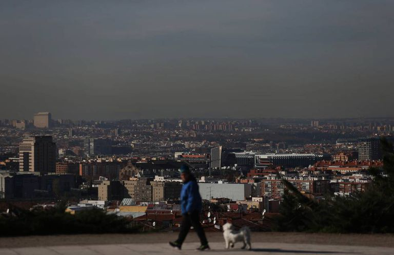 The current cloud of pollution over Madrid, seen from the Vallecas district.