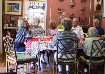 A group of first generation Cuban Americans meet each Thursday for Cuban sandwiches - brioches with mayonnaise, ham and cheese – and a chat.