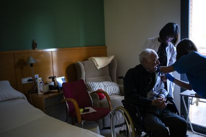A resident at a Barcelona senior home receives his Covid-19 vaccine.